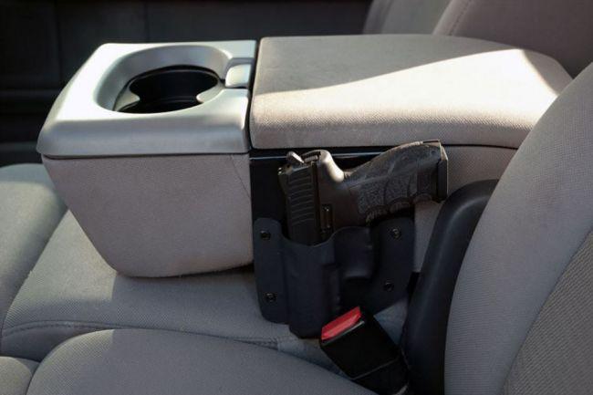 Как правильно перевозить оружие в машине