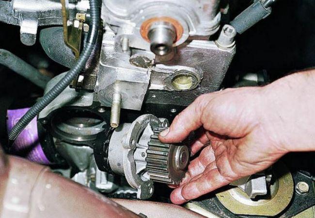 Когда нужно менять ремни ГРМ и насосы охлаждающей жидкости на моделях АвтоВАЗа 2