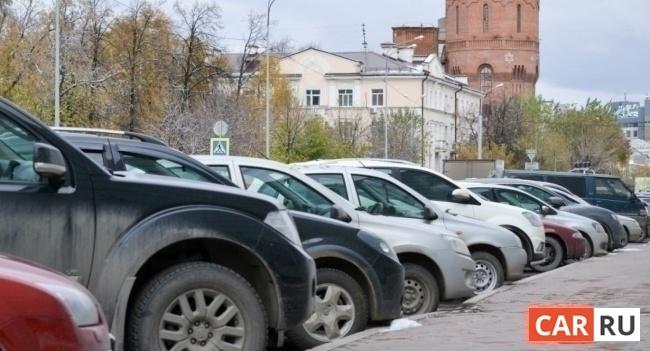 машины, ряд машин, парковка, двор
