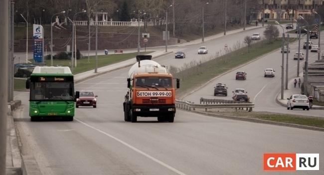 город, дорога, машины, движение, весна, автобус, грузовик, АЗС