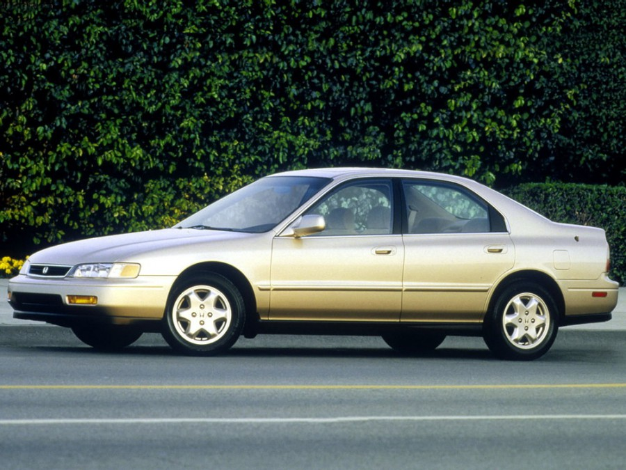 Honda Accord US-spec седан 4-дв., 1993–1998, 5 поколение - отзывы, фото и характеристики на Car.ru