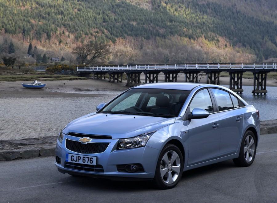Chevrolet Cruze седан, 2009–2012, J300 - отзывы, фото и характеристики на Car.ru