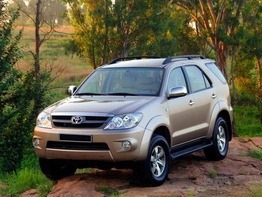 Toyota Fortuner внедорожник, 2005–2008, 1 поколение - отзывы, фото и характеристики на Car.ru