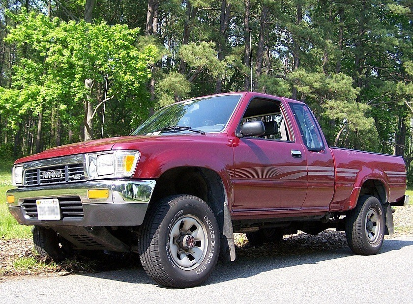 Toyota Hilux Xtracab пикап 2-дв., 1988–1991, 5 поколение - отзывы, фото и характеристики на Car.ru