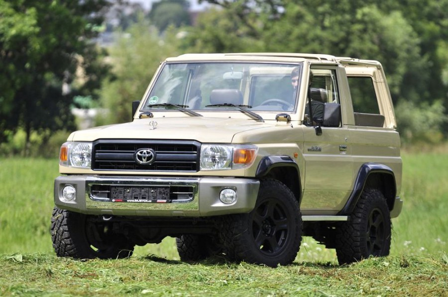 Toyota Land Cruiser J71 кабриолет, 2007–2016, J70 [3-й рестайлинг] - отзывы, фото и характеристики на Car.ru