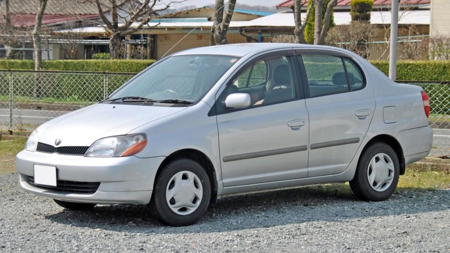 Toyota Platz седан, 2000–2002, 1 поколение - отзывы, фото и характеристики на Car.ru