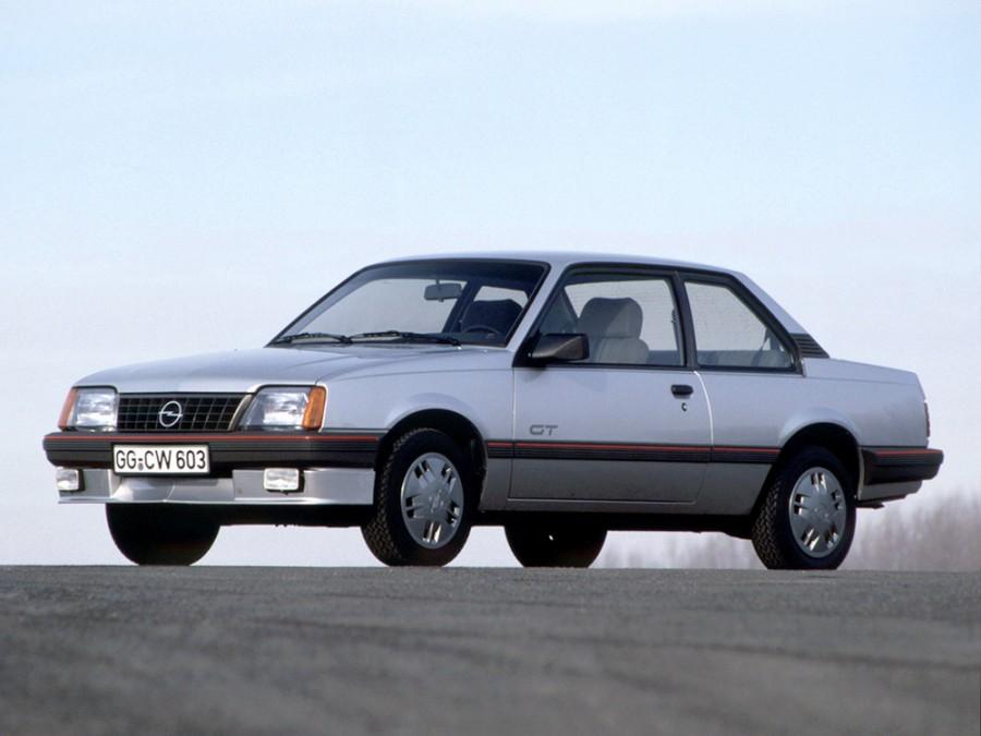 Opel Ascona седан 2-дв., 3 поколение [рестайлинг] - отзывы, фото и характеристики на Car.ru