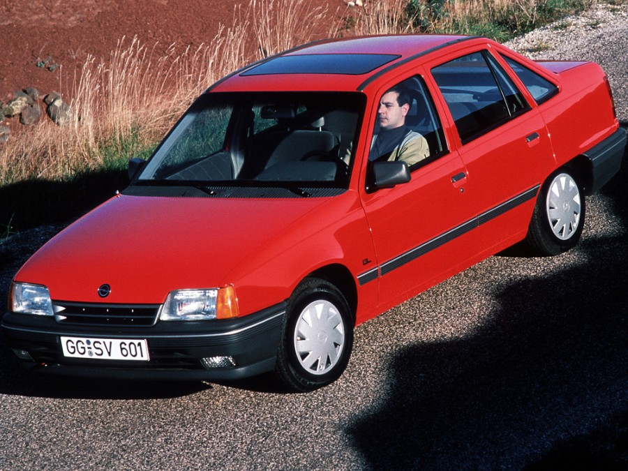 Opel Kadett седан, E [рестайлинг] - отзывы, фото и характеристики на Car.ru