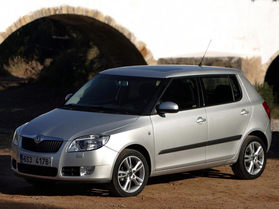 Skoda Fabia хетчбэк, 2007–2010, 5J - отзывы, фото и характеристики на Car.ru