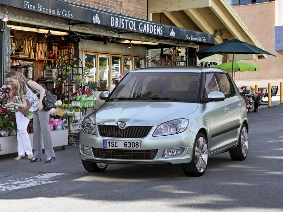Skoda Fabia хетчбэк 5-дв., 2010–2016, 5J [рестайлинг] - отзывы, фото и характеристики на Car.ru