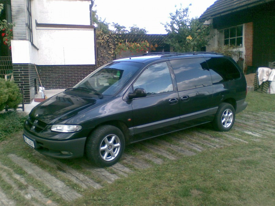 Chrysler Grand Voyager минивэн, 1995–2000, 3 поколение - отзывы, фото и характеристики на Car.ru