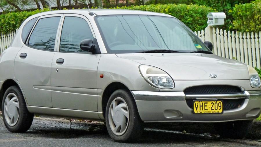 Daihatsu Storia хетчбэк, 1998–2001, 1 поколение - отзывы, фото и характеристики на Car.ru