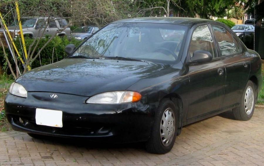 Hyundai Elantra седан, 1995–1998, J2 - отзывы, фото и характеристики на Car.ru