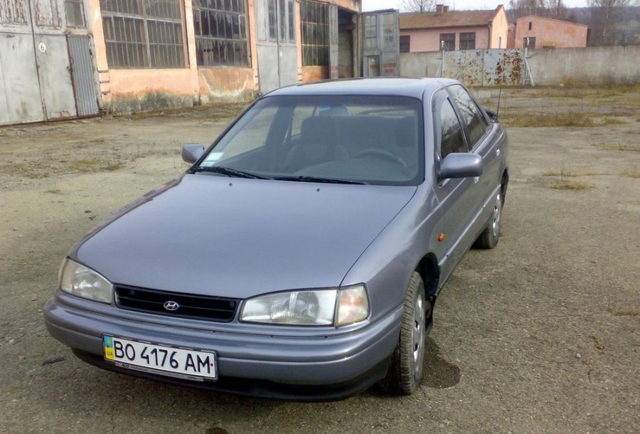 Hyundai Lantra седан, 1990–1993, J1 - отзывы, фото и характеристики на Car.ru
