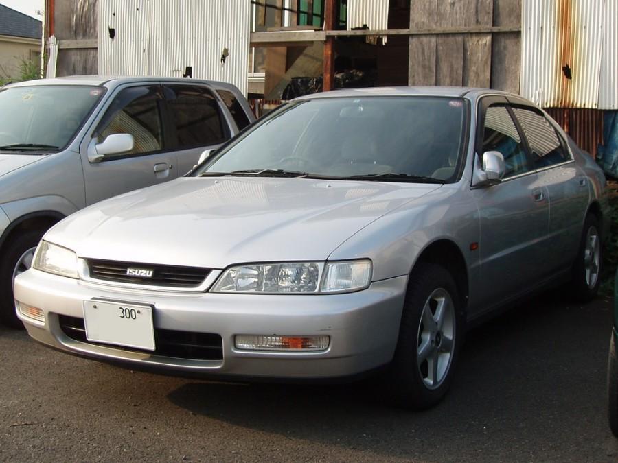 Isuzu Aska седан, 1997–2002, GS-5 - отзывы, фото и характеристики на Car.ru