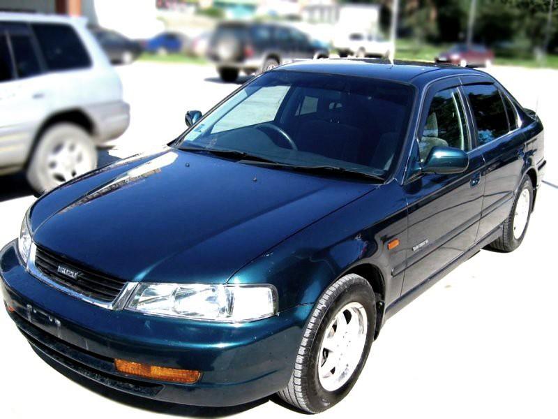 Isuzu Gemini седан, 1993–2000, 2 поколение - отзывы, фото и характеристики на Car.ru