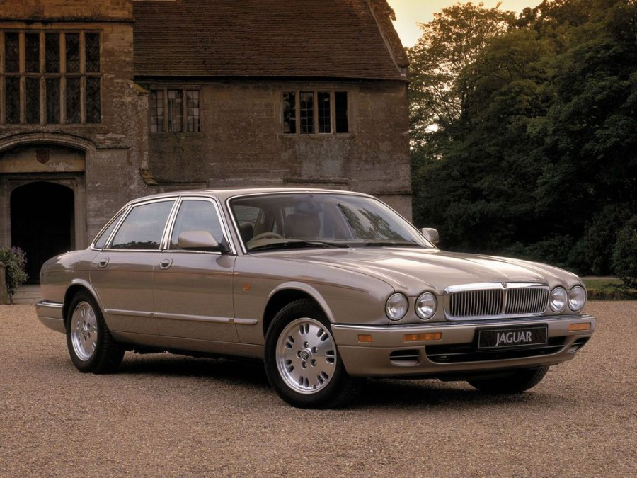 Jaguar XJ седан 4-дв., 1994–1997, X300 - отзывы, фото и характеристики на Car.ru