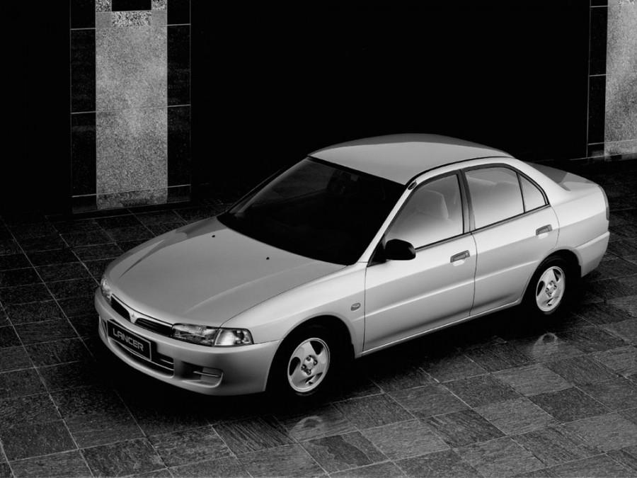 Mitsubishi Lancer седан 4-дв., 1995–1997, 5 поколение - отзывы, фото и характеристики на Car.ru