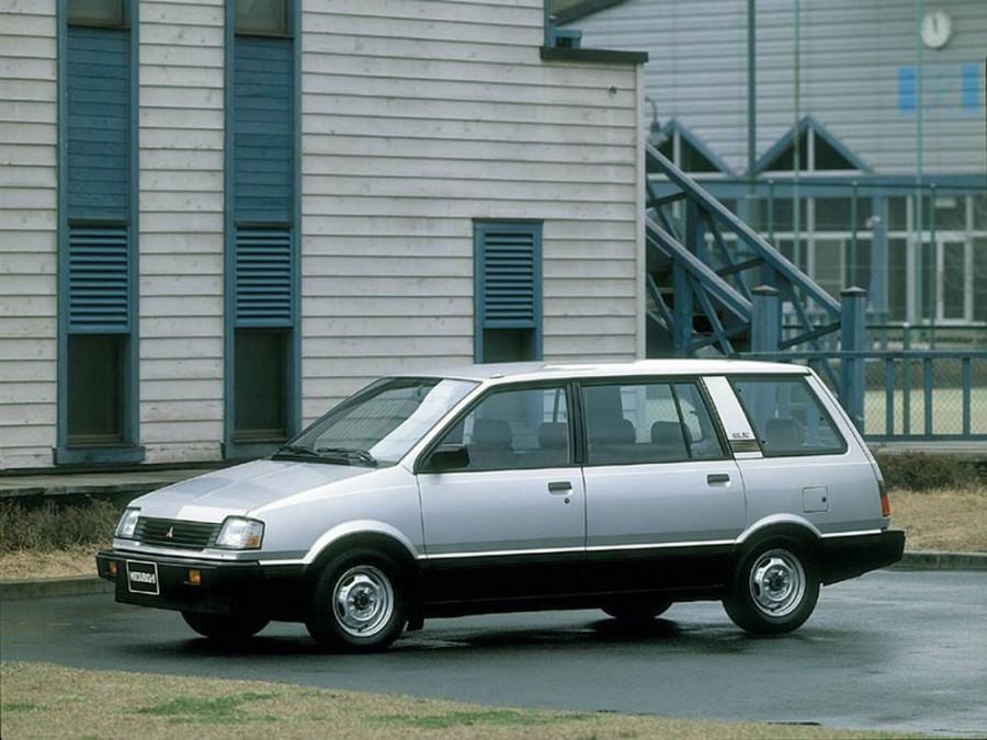 Mitsubishi Space Wagon минивэн, 1983–1991, Typ D00 - отзывы, фото и характеристики на Car.ru