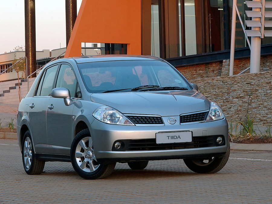 Nissan Tiida седан, 2004–2010, C11 - отзывы, фото и характеристики на Car.ru