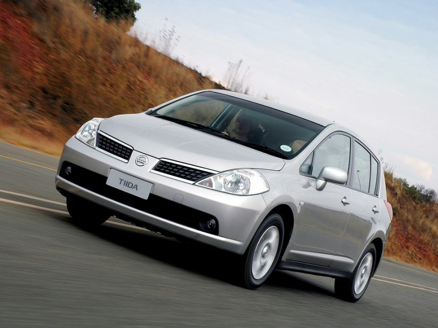 Nissan Tiida хетчбэк, 2004–2010, C11 - отзывы, фото и характеристики на Car.ru