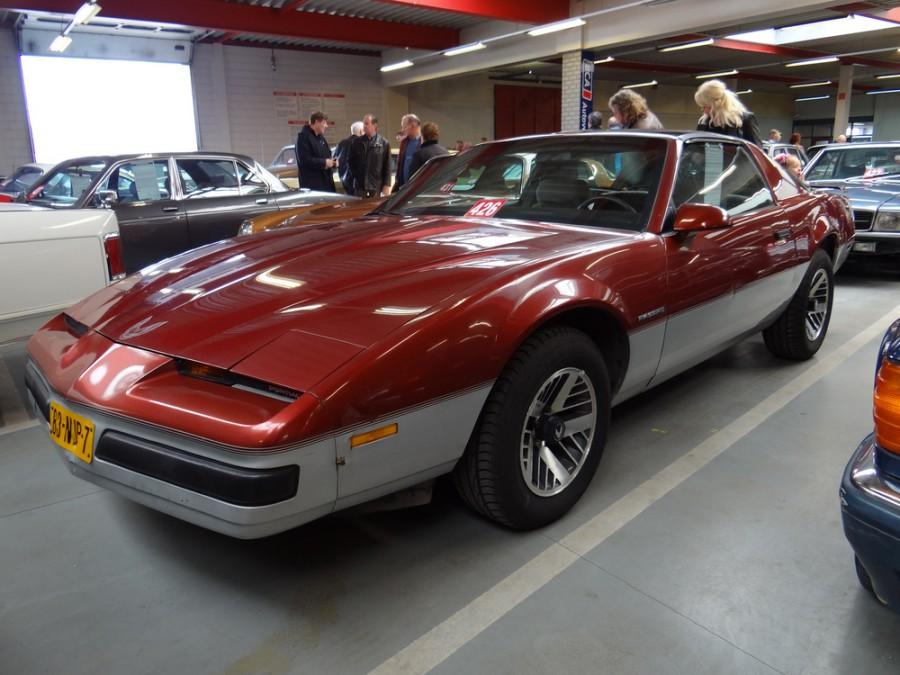 Pontiac Firebird Formula T-Roof тарга, 1985–1990, 3 поколение [рестайлинг] - отзывы, фото и характеристики на Car.ru