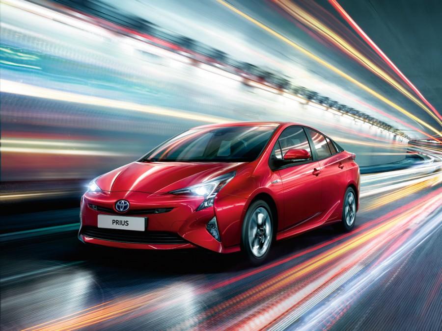 Toyota Prius хетчбэк, 2015–2016, 4 поколение - отзывы, фото и характеристики на Car.ru