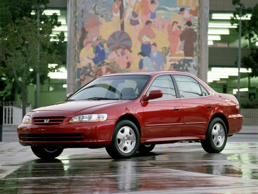 Honda Accord US-spec седан 4-дв., 2001–2002, 6 поколение [рестайлинг] - отзывы, фото и характеристики на Car.ru