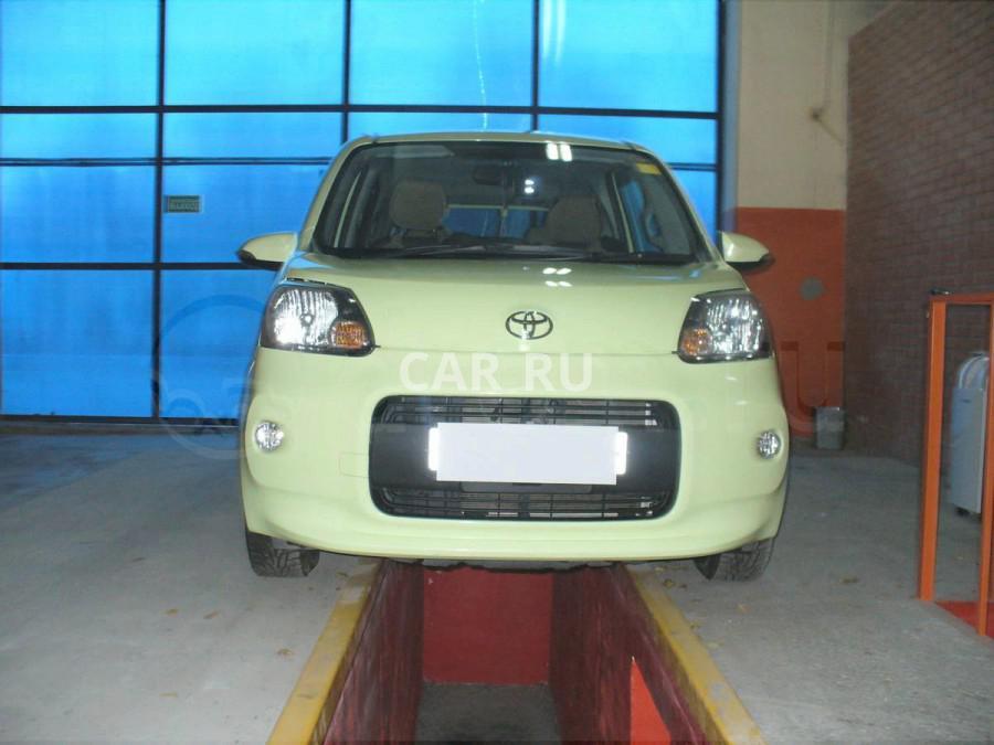 Toyota Porte, Азов
