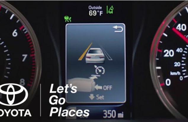 Предупреждение пересечения разметки на Toyota Camry