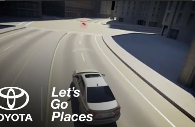 Предупреждение столкновений на Toyota Camry