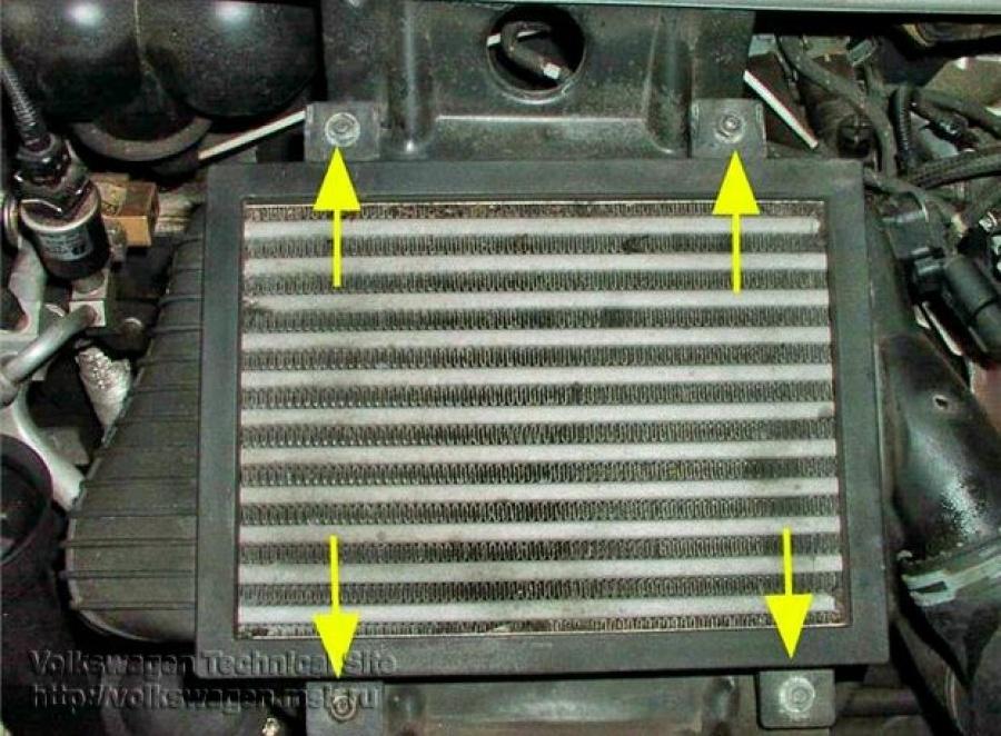 Болты крепления рамки радиатора VW Transporter 2.5 TDI