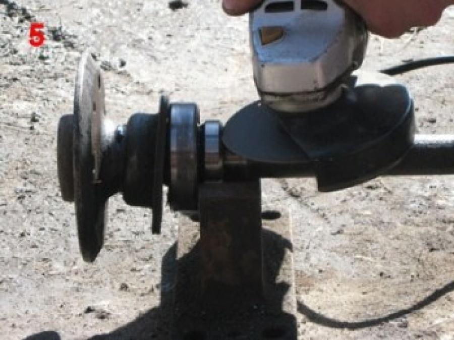 демонтаж запорного кольца ступичного подшипника полуоси ВАЗ